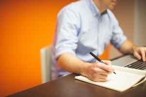 未解決の職場ストレスの問題を書き出す