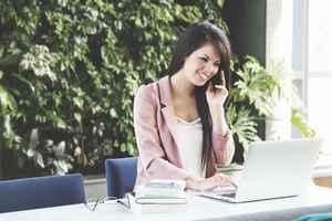 モテる女子の特徴③:コミュニケーション能力が高い